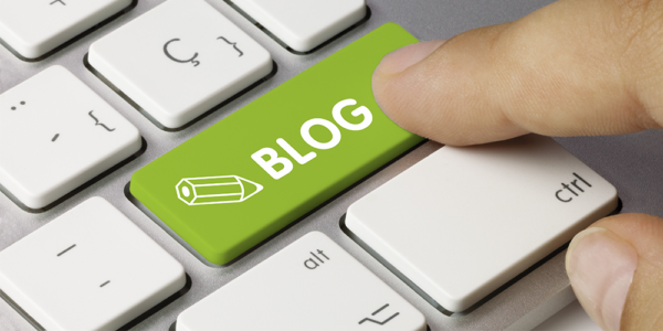 "Blog corporativo, imagen de teclado con una tecla ficticia ""blog"". Fuente imagen: https://www.hover.com/blog/5-alternative-blogging-platforms-for-your-next-idea/"